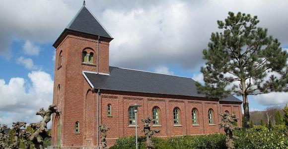 Tvis Kirke og kirkehus